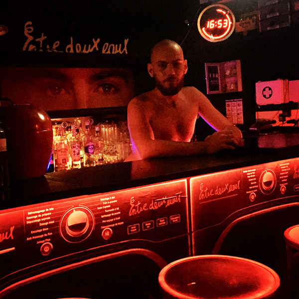 barman-bar-naturiste-paris-cruising-gay-paris-nude-bar-1