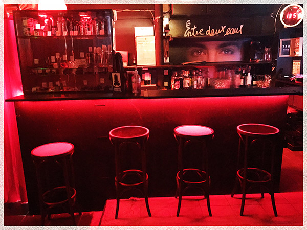nude-bar-paris-gay-sex-bar-gay-naturist-paris-cruising-gay-paris-backroom-bare-1
